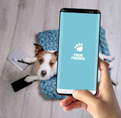 FourFriends app visad på en mobiltelefon